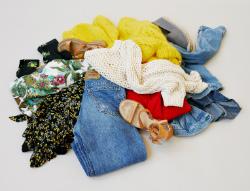 7caca6a4fc5d Svenskarnas garderober innehåller massor av oanvända plagg och onödiga  klädinköp. En ny Sifo-undersökning utförd på uppdrag av Tradera och Avfall  Sverige ...